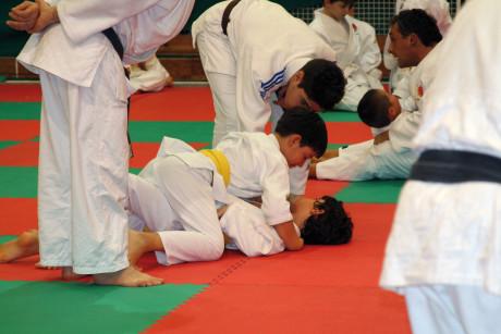 10. Un esempio di attività sportiva di contatto che richiede l'uso obbligatorio di un paradenti.