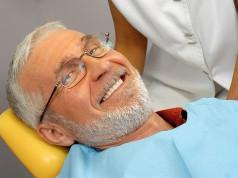 Paziente al dentista rialzo seno mascellare