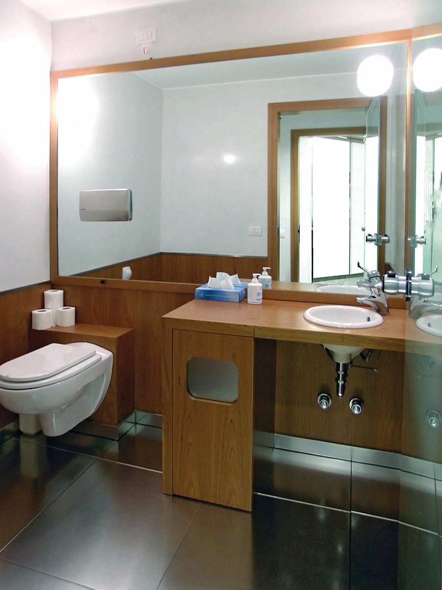 Le barriere architettoniche vincoli e soluzioni dm il for Arredo bagno per disabili