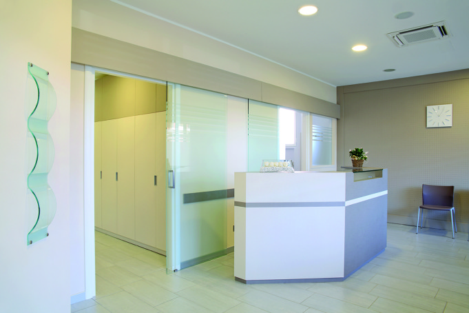 studio dentistico odontoiatria in vetrina dm il