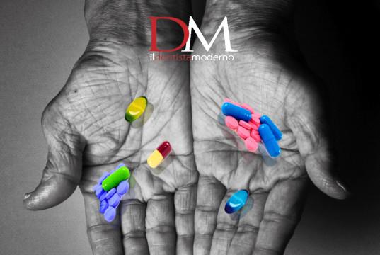 DM_il dentista moderno_antibiotici in odontoiatria_cattiva informazione pillole nelle mani, aifa