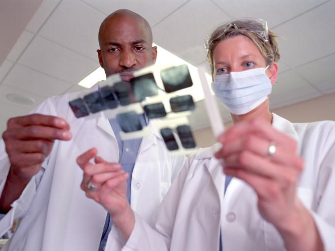 air-polishing impianti dentali perimplantite