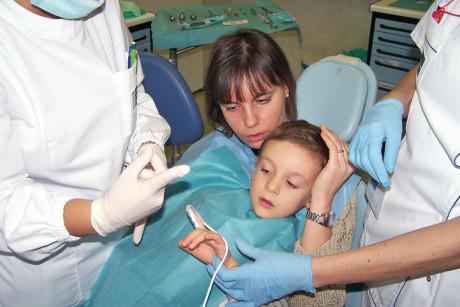 2. La collaborazione della madre è fondamentale per l'esecuzione corretta della tecnica.