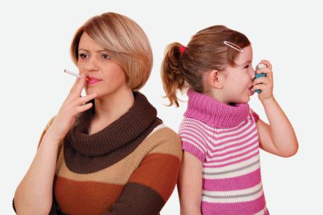 4. Esporre i bambini al fumo passivo aumenta l'incidenza di asma, riniti allergiche, bronchiti, bruxismo, disturbi respiratori del sonno, carie e dismetabolismi