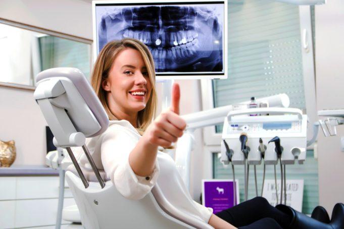 DM_IL DENTISTA MODERNO_classificazione malattie parodontali_paziente sorridente