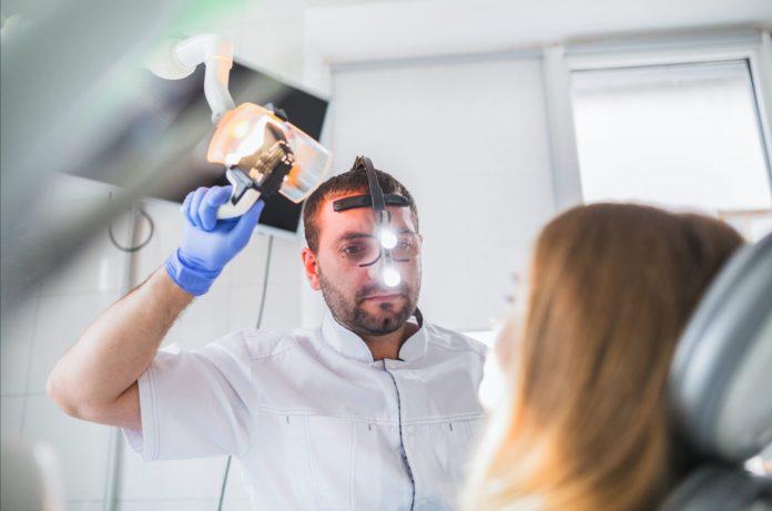 DM_il dentista moderno_frattura di impianto_impianto dentale_visita_luce_esaminazione_epidemiologia