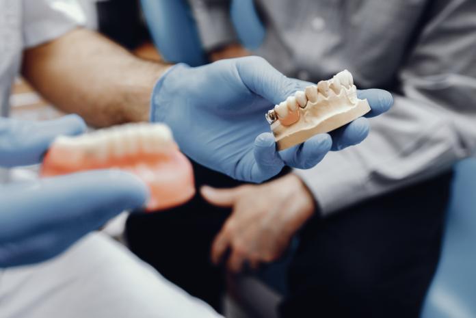 DM_il dentista moderno_stomatite da protesi_PMMA