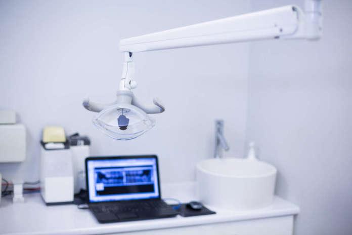 DM_il-dentista-moderno_Resistenza-alla-frattura-di-diverse-corone-dentali in-disilicato-di-litio-e-di-un-nuovo-in-prodotto-rinforzato-con-zirconia-.jpg