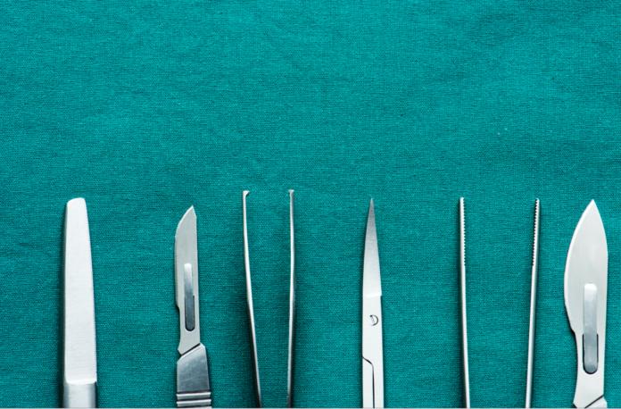 DM_il dentista Design del lembo nella chirurgia del terzo molare incluso effetti postoperatori delle incisioni a busta e triangolare
